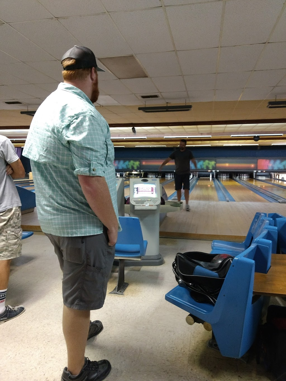 Beaus Billiard Bowling & Arcade - bowling alley  | Photo 6 of 10 | Address: 100 Village Rd, Port Lavaca, TX 77979, USA | Phone: (361) 552-2667