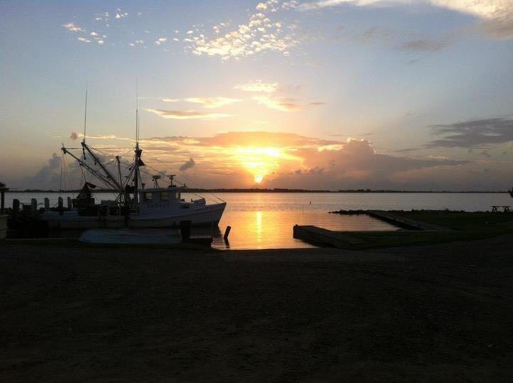Grassy Point Bait - store  | Photo 4 of 10 | Address: 529 E Bayshore Dr, Palacios, TX 77465, USA | Phone: (361) 972-5053