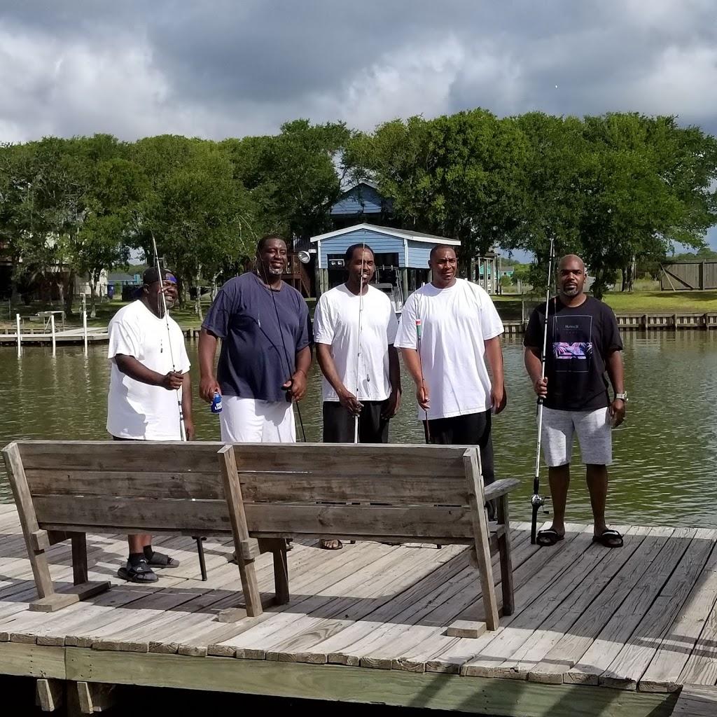 Big Fish Haus Vacation Rental - lodging  | Photo 8 of 10 | Address: 201 Creekside Dr, Sargent, TX 77414, USA | Phone: (979) 493-6121