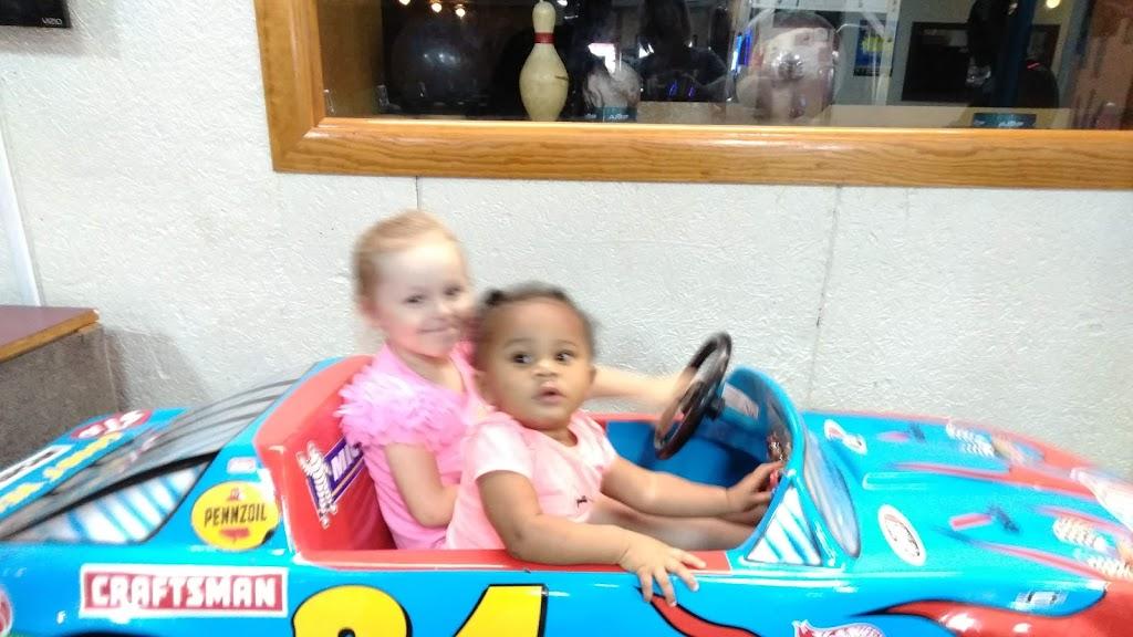 Pleasant Bowl - bowling alley  | Photo 5 of 10 | Address: 754 E 16th St, Mt Pleasant, TX 75455, USA | Phone: (903) 572-0347