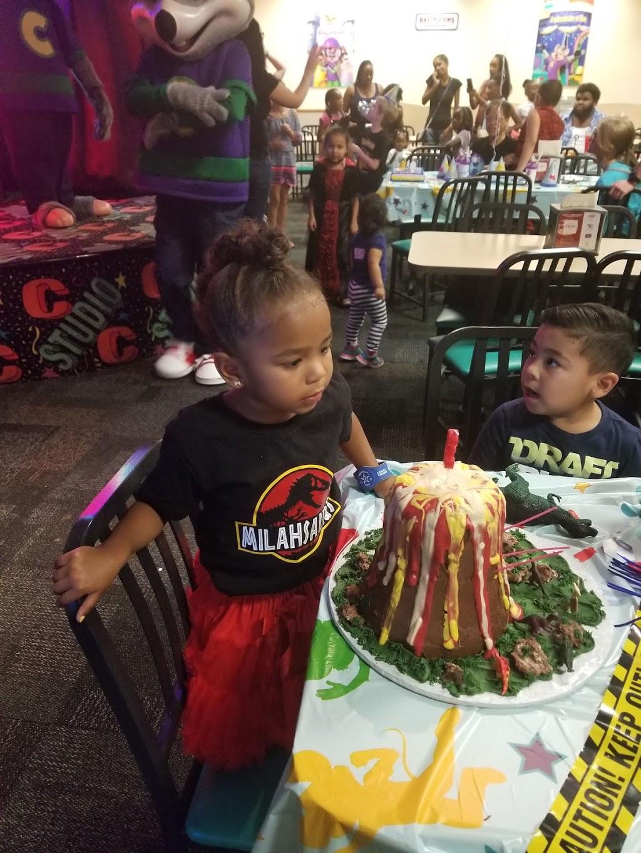 Lindas Cakes n Things - bakery  | Photo 2 of 4 | Address: 22021 Mid Way, Tehachapi, CA 93561, USA | Phone: (661) 972-4361