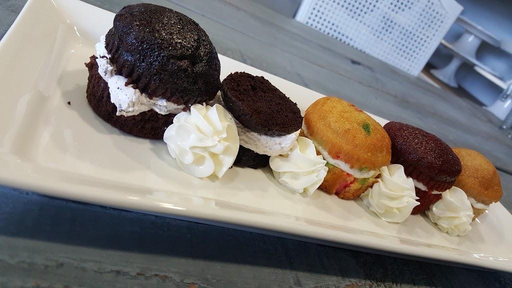 Simply Sweet Cakery - bakery  | Photo 4 of 10 | Address: 2930 Grace Ln f, Costa Mesa, CA 92626, USA | Phone: (714) 444-2278