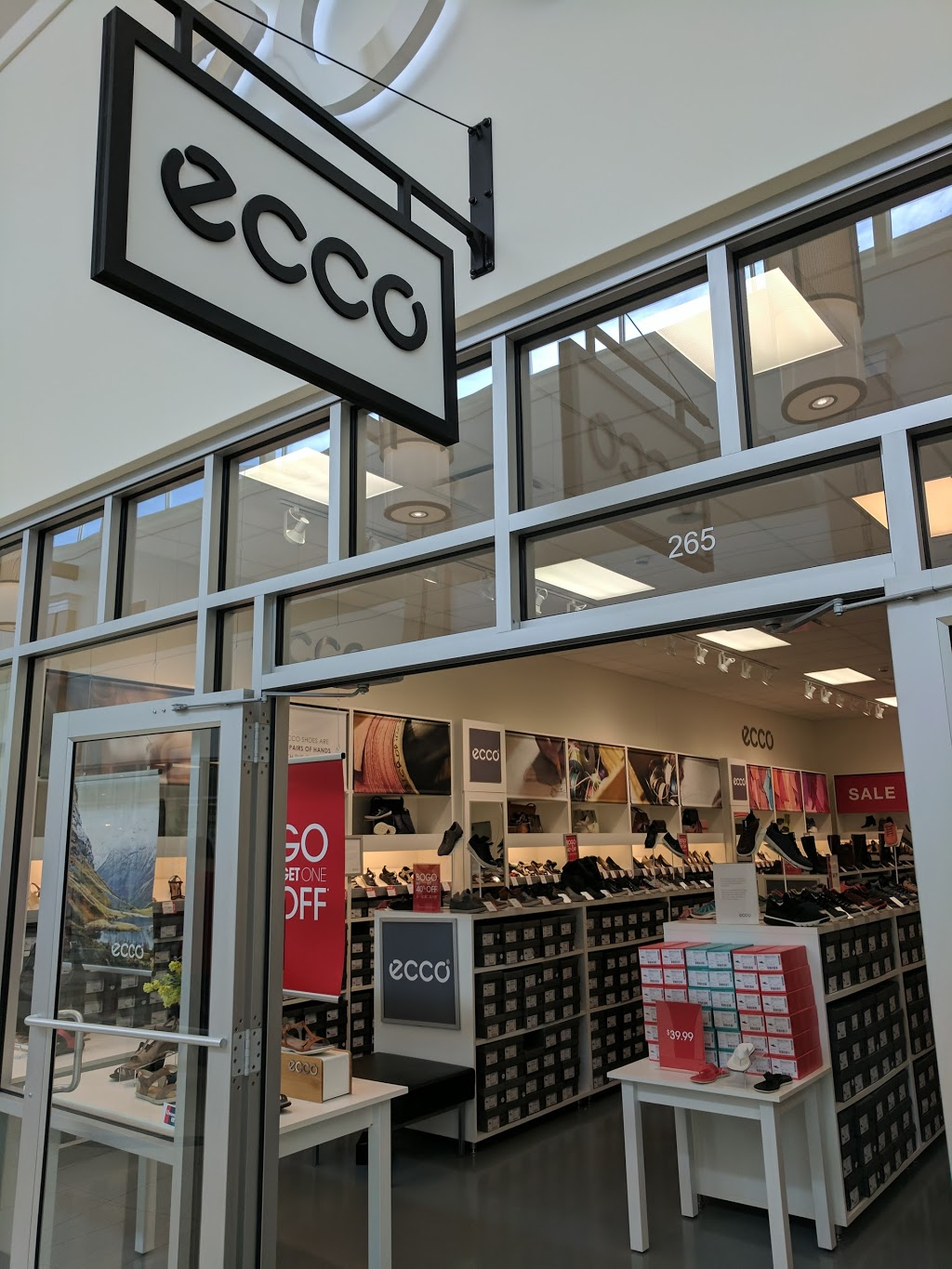 ECCO Outlet - shoe store  | Photo 5 of 7 | Address: 455 Trolley Line Blvd #265, Mashantucket, CT 06338, USA | Phone: (860) 213-5286