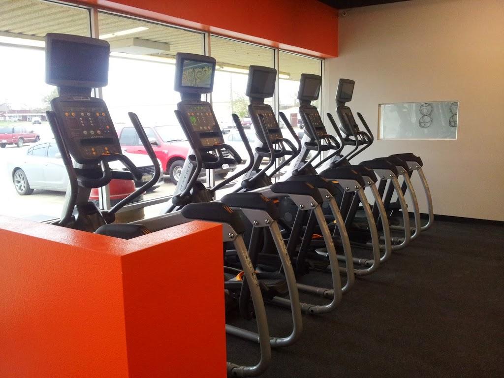 HT Fitness - gym  | Photo 9 of 10 | Address: 1600 W 4th St, Cameron, TX 76520, USA | Phone: (254) 605-6429