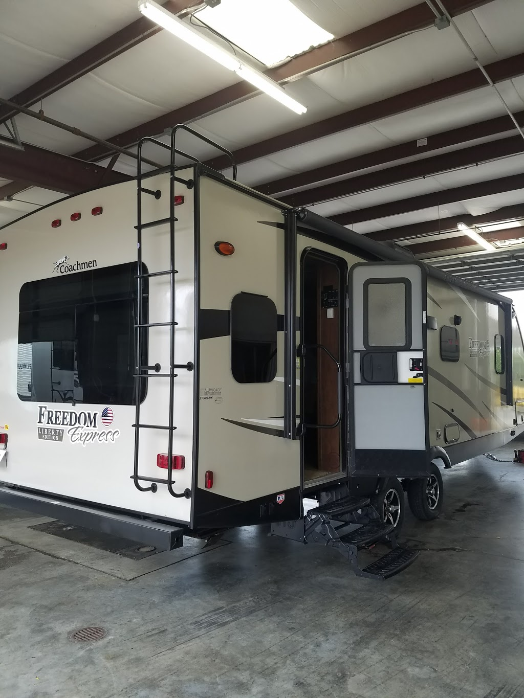 Fun Town RV Giddings | car dealer | 1906 W Austin St, Giddings, TX 78942, USA | 9792006604 OR +1 979-200-6604