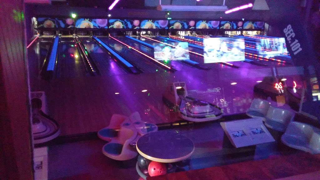 Wildwood Bowling Center - bowling alley  | Photo 4 of 10 | Address: 3951 Lake Ave, Riverhead, NY 11901, USA | Phone: (631) 727-6622