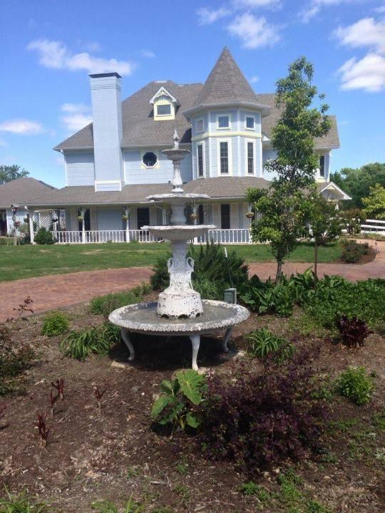 Cross Timber Ranch Bed & Breakfast - lodging  | Photo 4 of 10 | Address: 6271 Farm to Market Rd 858, Ben Wheeler, TX 75754, USA | Phone: (903) 833-9000