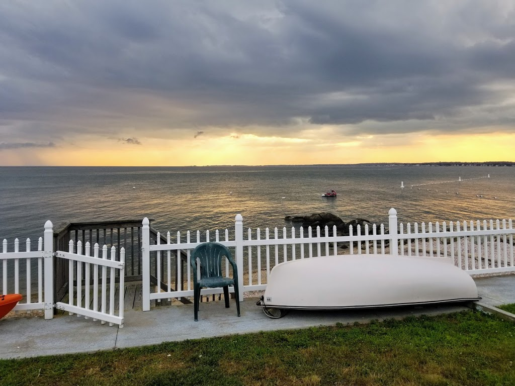 Cornfield Point Beach House - real estate agency  | Photo 2 of 10 | Address: 5 W Shore Dr, Old Saybrook, CT 06475, USA | Phone: (860) 339-6487