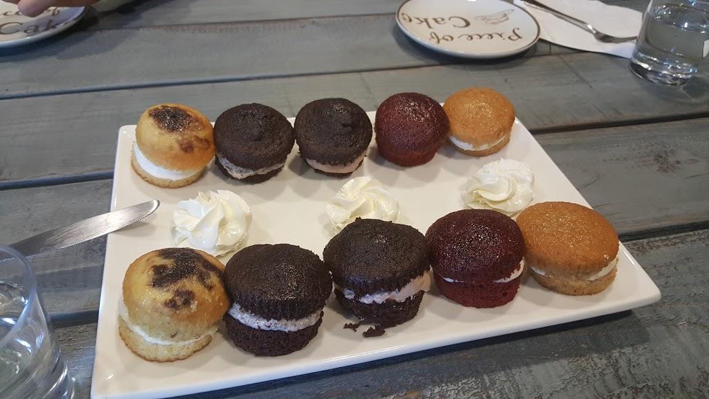 Simply Sweet Cakery - bakery  | Photo 5 of 10 | Address: 2930 Grace Ln f, Costa Mesa, CA 92626, USA | Phone: (714) 444-2278