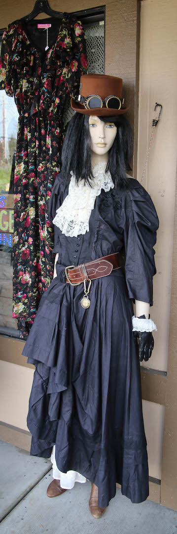 Lalas Vintage - clothing store  | Photo 9 of 10 | Address: 18726 CA-49 Ste 5, Plymouth, CA 95669, USA | Phone: (707) 696-8084