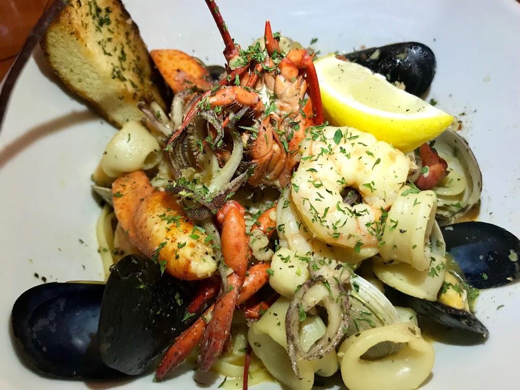 Beach House Grill - restaurant  | Photo 6 of 10 | Address: 1 Dorne Dr, Stratford, CT 06615, USA | Phone: (203) 612-7134