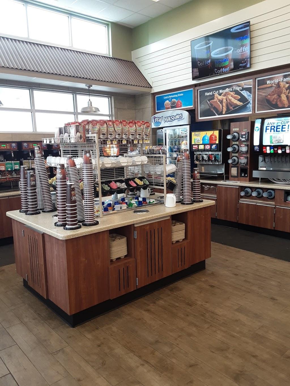 Royal Farms - convenience store  | Photo 4 of 10 | Address: 30217 Commerce Dr, Millsboro, DE 19966, USA | Phone: (302) 316-3050