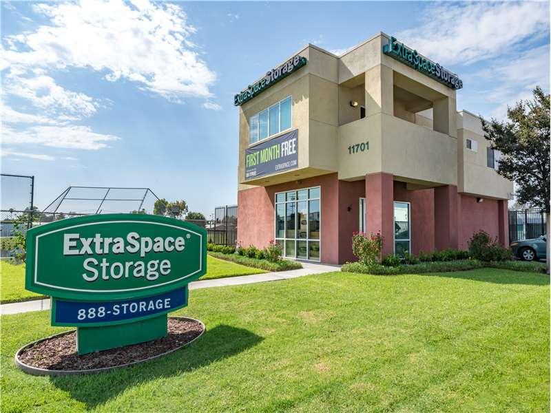 Extra Space Storage - moving company  | Photo 3 of 10 | Address: 11701 Slauson Ave, Santa Fe Springs, CA 90670, USA | Phone: (562) 945-2007