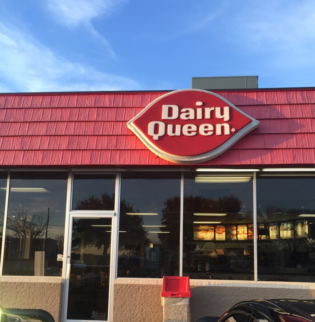 Dairy Queen Store - restaurant    Photo 3 of 10   Address: 927 E Omega St, Henrietta, TX 76365, USA   Phone: (940) 538-4411
