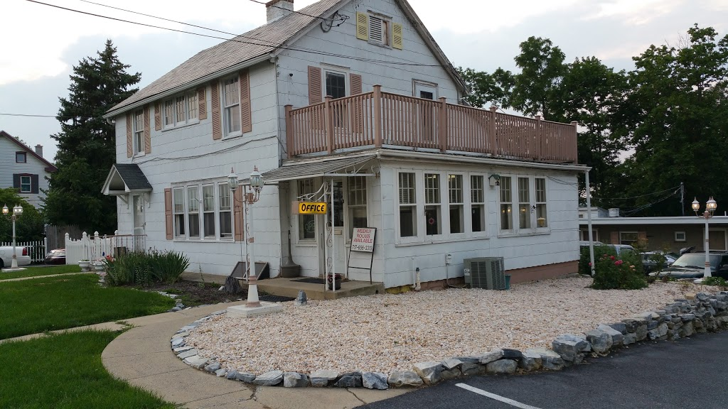 Zooks Motel - lodging  | Photo 1 of 10 | Address: 103 E Main St, Leola, PA 17540, USA | Phone: (717) 656-3313