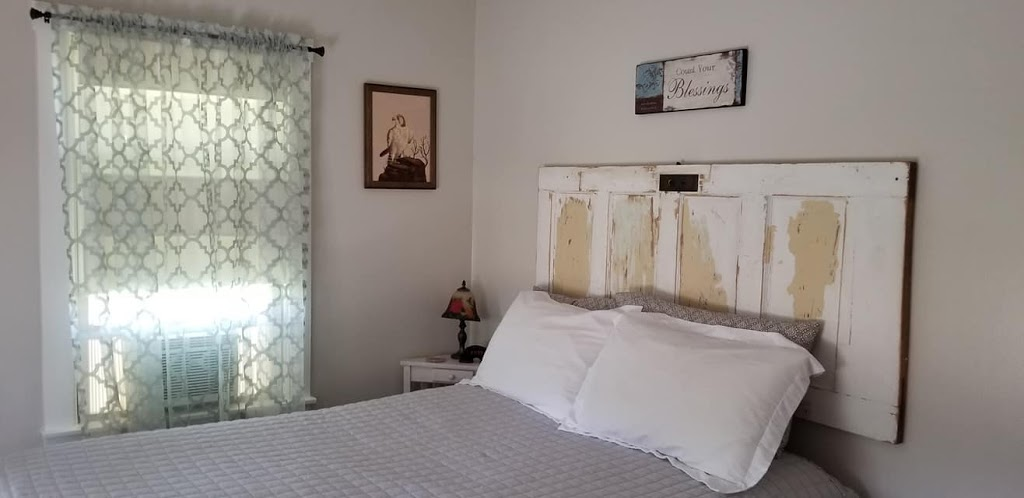 Country Quiet Guesthouse - lodging    Photo 3 of 10   Address: 579 Quiet Dr, Fredericksburg, TX 78624, USA   Phone: (830) 997-5612