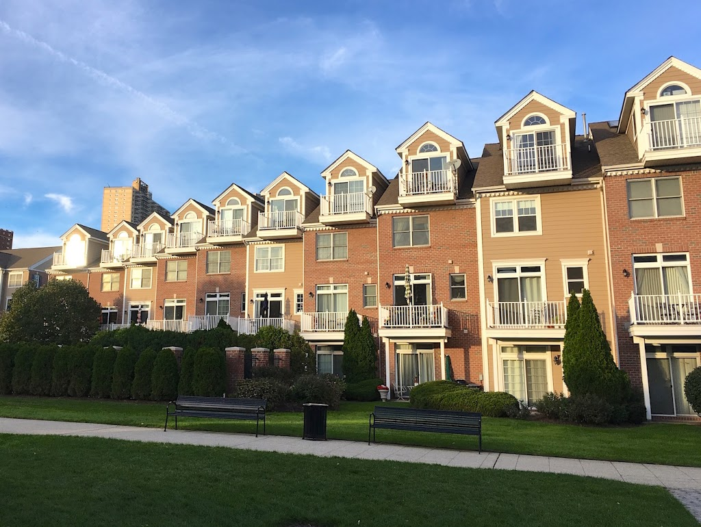 The Landings at Port Imperial Apartments | real estate agency | 4 Ave at Port Imperial, West New York, NJ 07093, USA | 2018639100 OR +1 201-863-9100