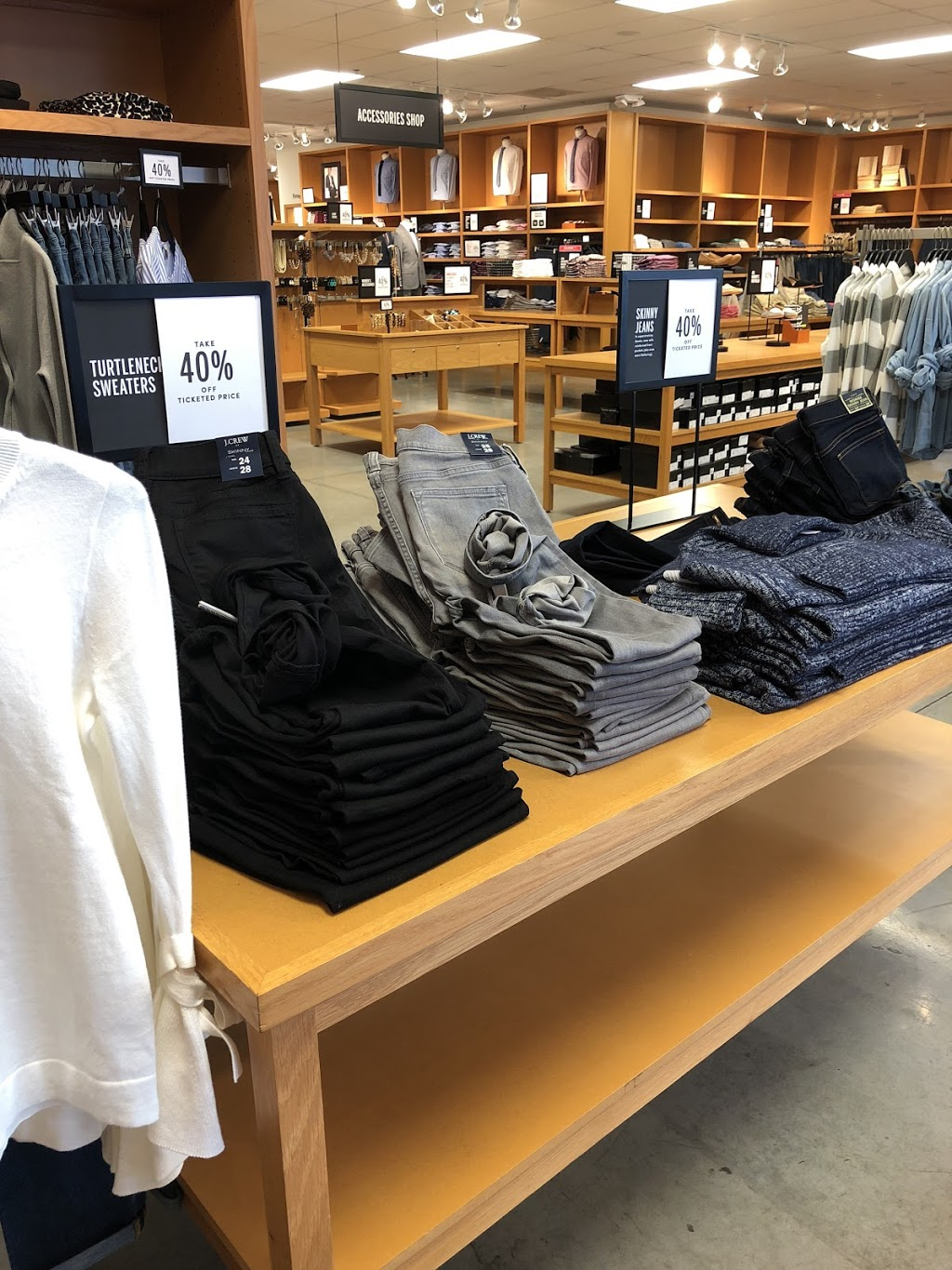 J.Crew Factory - clothing store  | Photo 8 of 10 | Address: 4401 N Interstate Hwy 35 Suite 539, Round Rock, TX 78664, USA | Phone: (512) 869-2096