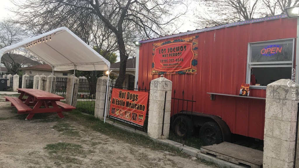 Los Jochos Mas Perros - restaurant    Photo 1 of 1   Address: 1605 Las Quintas Blvd, Eagle Pass, TX 78852, USA   Phone: (830) 213-6646