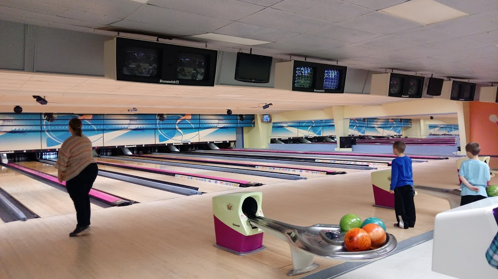 Lucky Strike Lanes - bowling alley  | Photo 1 of 10 | Address: 1904 S Anderson St, Elwood, IN 46036, USA | Phone: (765) 552-5312