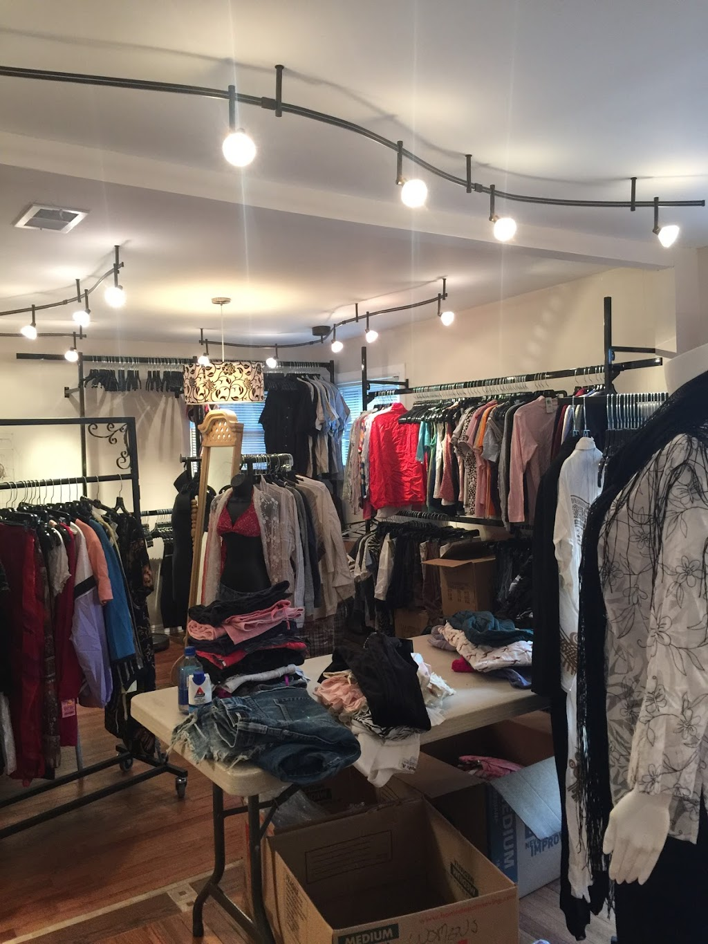 Red Rose Consignment & Boutique - store  | Photo 3 of 10 | Address: 77 Cassville Rd, Jackson Township, NJ 08527, USA | Phone: (732) 961-7320