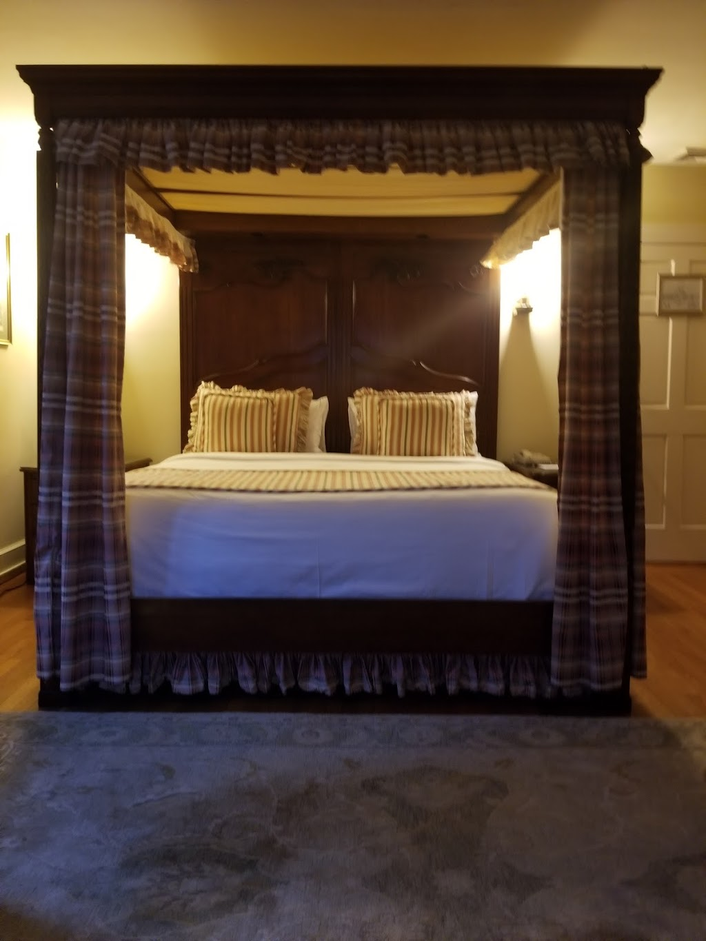 Chateau | lodging | 757 Eagle Rock Ave, West Orange, NJ 07052, USA