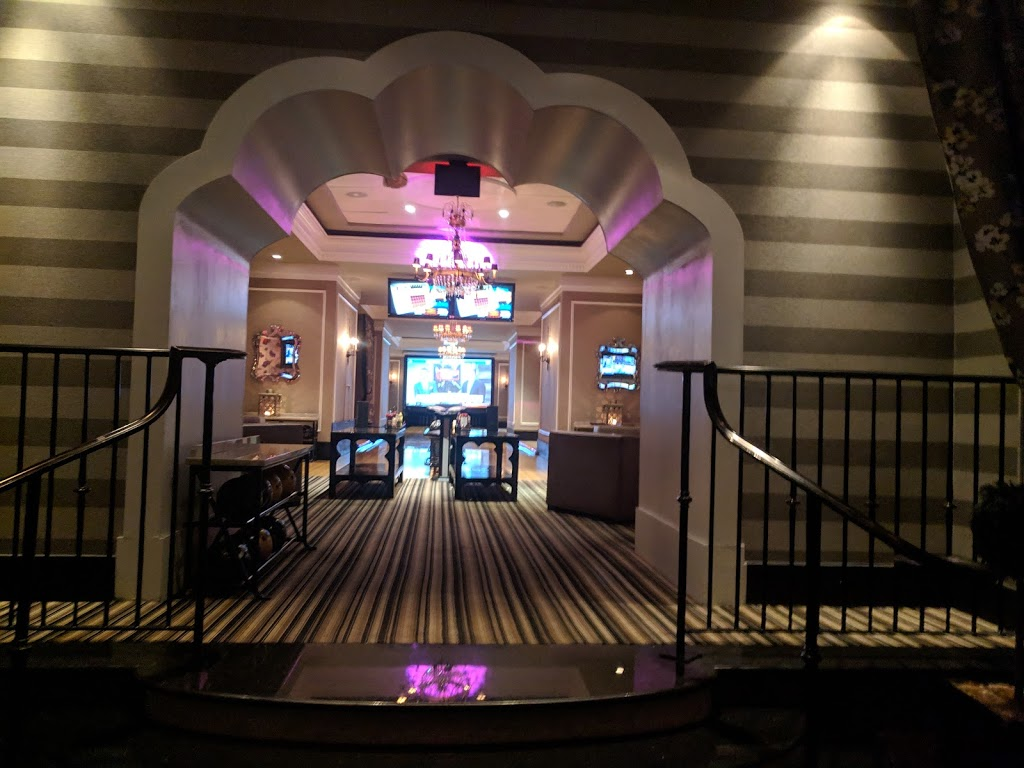 High Rollers Luxury Lanes & Sports Lounge - bowling alley  | Photo 3 of 10 | Address: 350 Trolley Line Blvd, MASHANTUCKET, CT 06338, USA | Phone: (860) 312-2695