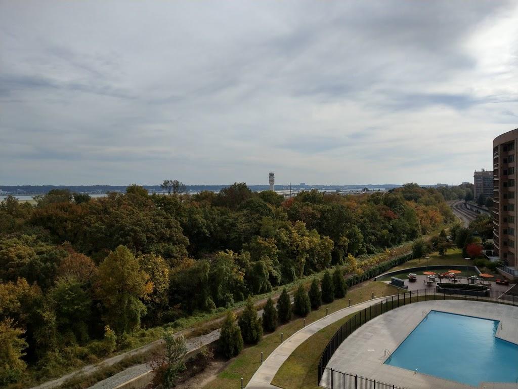 Water Park Towers Apartments - real estate agency  | Photo 3 of 10 | Address: 1501/1505 Crystal Dr, Arlington, VA 22202, USA | Phone: (703) 418-1000
