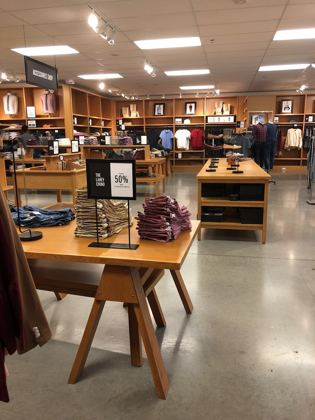 J.Crew Factory - clothing store  | Photo 3 of 10 | Address: 4401 N Interstate Hwy 35 Suite 539, Round Rock, TX 78664, USA | Phone: (512) 869-2096
