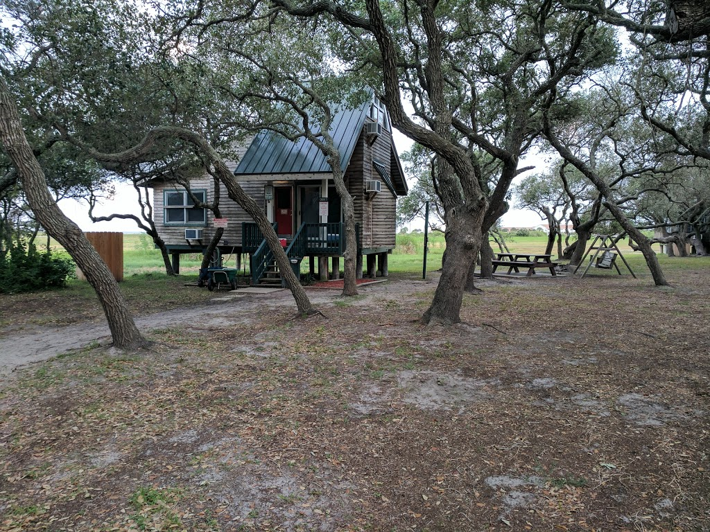 HEB Live Oak Point Lodge - lodging  | Photo 4 of 10 | Address: 5602 Highway 35 North, Rockport, TX 78382, USA | Phone: (361) 729-7108