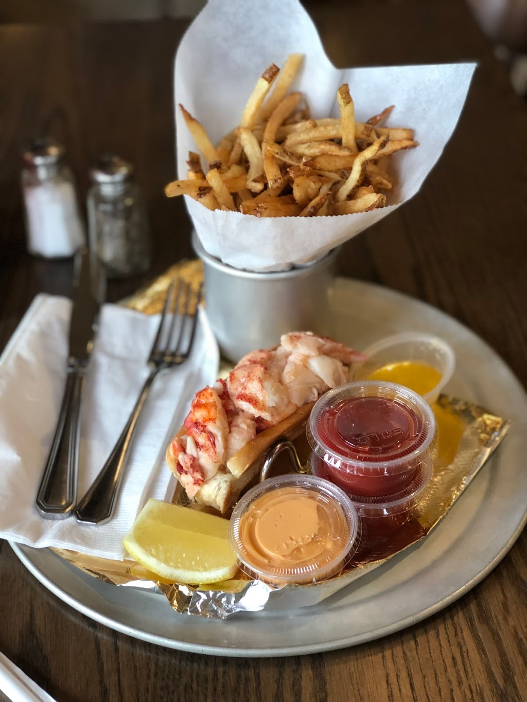 The Rex Burger & Lobster - restaurant  | Photo 8 of 10 | Address: 524 Jericho Turnpike, Mineola, NY 11501, USA | Phone: (516) 739-2747