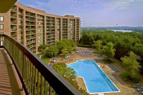 Water Park Towers Apartments - real estate agency  | Photo 10 of 10 | Address: 1501/1505 Crystal Dr, Arlington, VA 22202, USA | Phone: (703) 418-1000