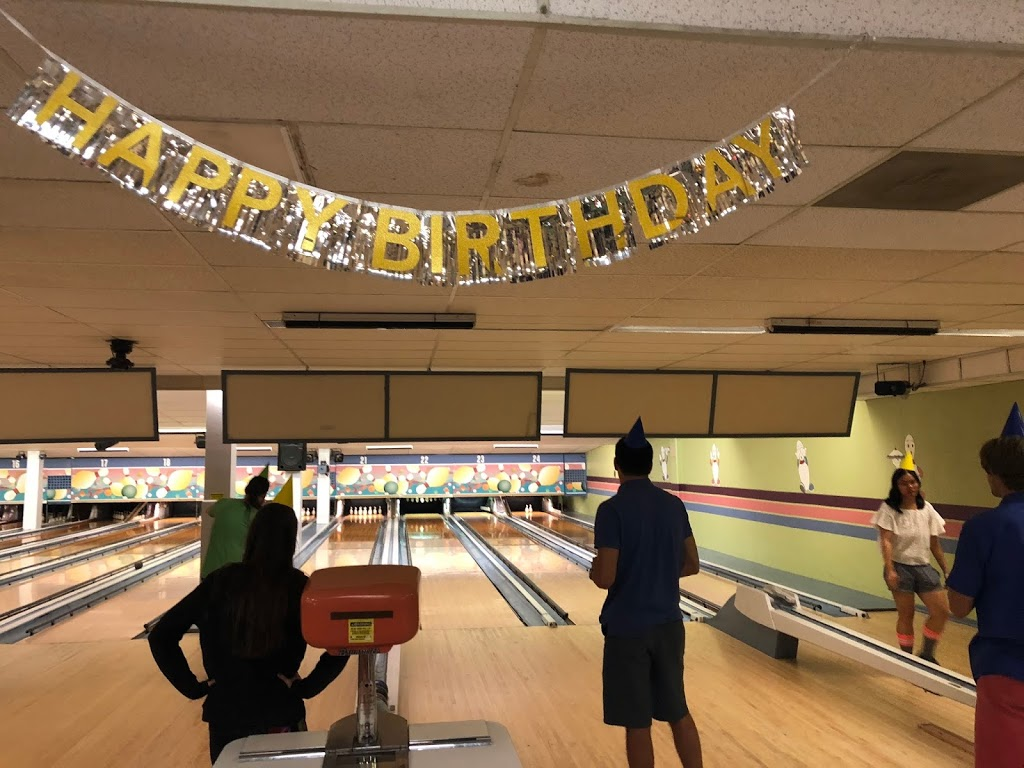 White Oak Bowling Lanes - bowling alley  | Photo 4 of 10 | Address: 11207 New Hampshire Ave, Colesville, MD 20904, USA | Phone: (301) 593-3000