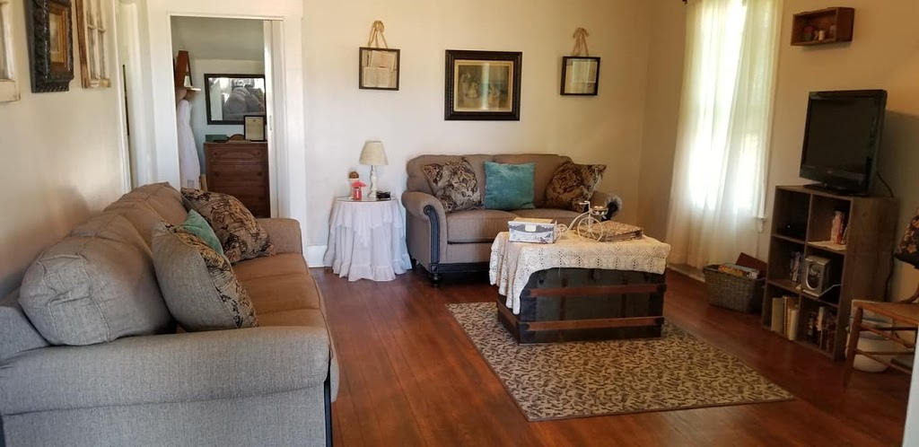Country Quiet Guesthouse - lodging    Photo 5 of 10   Address: 579 Quiet Dr, Fredericksburg, TX 78624, USA   Phone: (830) 997-5612