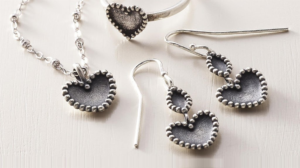 James Avery Artisan Jewelry - jewelry store    Photo 7 of 10   Address: 3050 Dowlen Rd Ste B, Beaumont, TX 77706, USA   Phone: (409) 860-4827