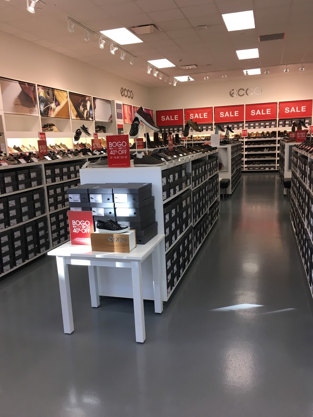 ECCO Outlet - shoe store  | Photo 2 of 7 | Address: 455 Trolley Line Blvd #265, Mashantucket, CT 06338, USA | Phone: (860) 213-5286