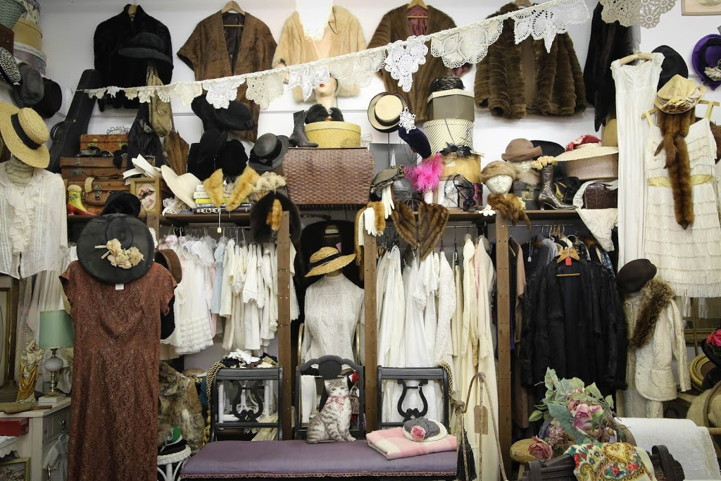 Lalas Vintage - clothing store  | Photo 6 of 10 | Address: 18726 CA-49 Ste 5, Plymouth, CA 95669, USA | Phone: (707) 696-8084