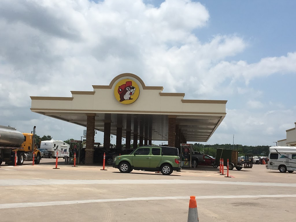 Buc-ees | convenience store | 10070 West, I-10, Luling, TX 78648, USA | 9792386390 OR +1 979-238-6390