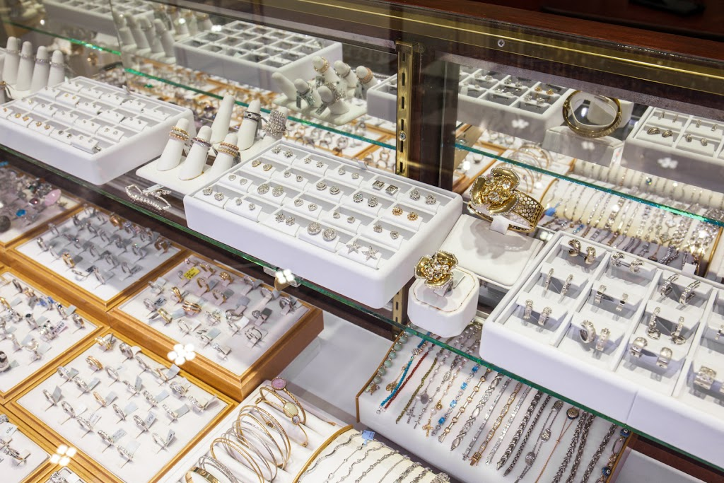 Lidyas Jewelry - jewelry store  | Photo 6 of 10 | Address: 515 River Rd, Edgewater, NJ 07020, USA | Phone: (201) 945-8985