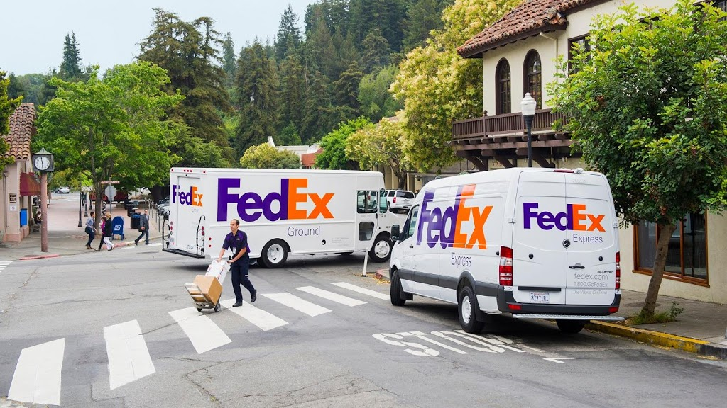 FedEx Ground - moving company  | Photo 1 of 10 | Address: 6000 Riverside Dr, Keasbey, NJ 08832, USA | Phone: (800) 463-3339