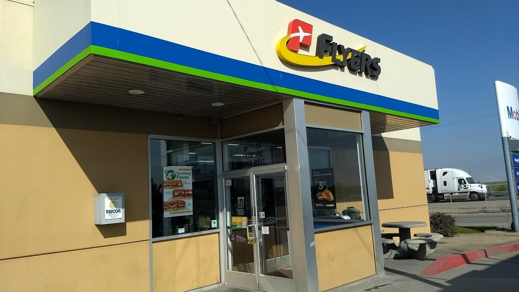 Flyers - store  | Photo 1 of 10 | Address: 2023 Mettler Frontage Rd W, Bakersfield, CA 93313, USA | Phone: (661) 858-2703