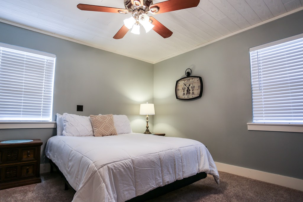 Gray Haus - lodging  | Photo 2 of 10 | Address: 682 Old Comfort Rd, Fredericksburg, TX 78624, USA | Phone: (866) 244-7897