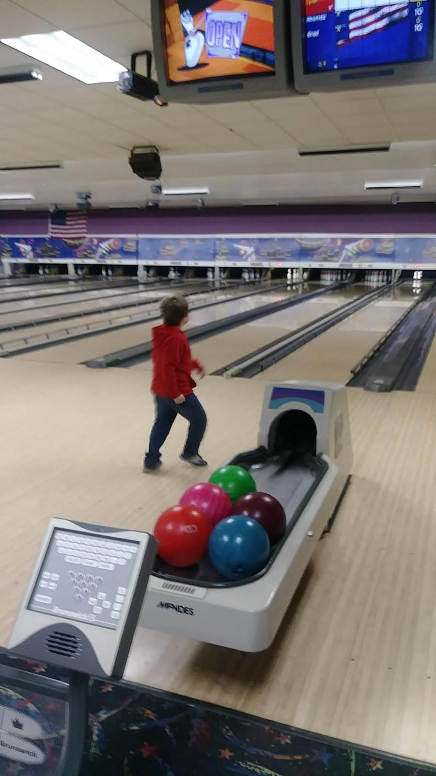 Pin Splitter Lanes - bowling alley  | Photo 2 of 10 | Address: 1402 W Peru St, Princeton, IL 61356, USA | Phone: (815) 879-5811