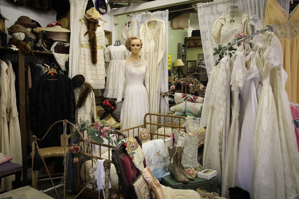 Lalas Vintage - clothing store  | Photo 4 of 10 | Address: 18726 CA-49 Ste 5, Plymouth, CA 95669, USA | Phone: (707) 696-8084