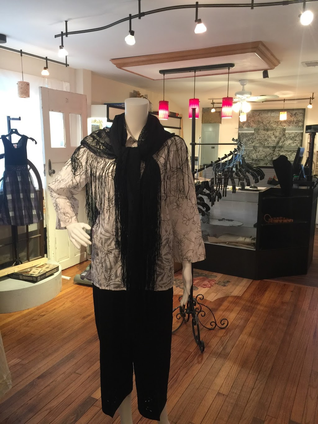 Red Rose Consignment & Boutique - store  | Photo 4 of 10 | Address: 77 Cassville Rd, Jackson Township, NJ 08527, USA | Phone: (732) 961-7320