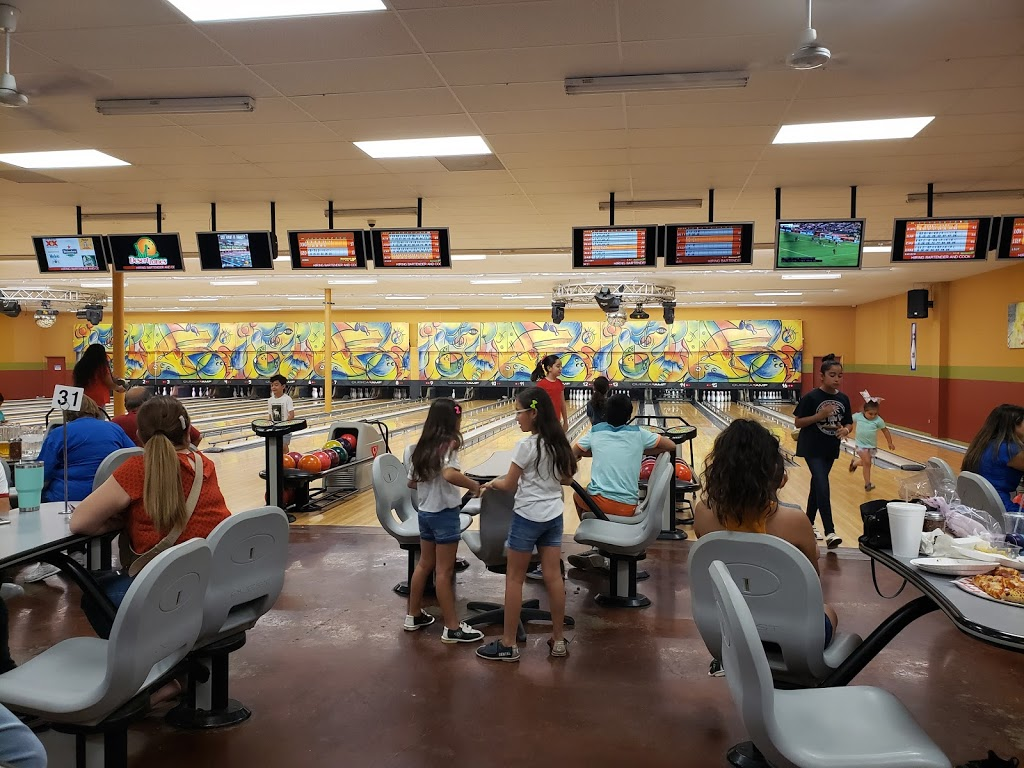 Desert Lanes - bowling alley  | Photo 5 of 10 | Address: 3515 El Indio Hwy, Eagle Pass, TX 78852, USA | Phone: (830) 757-8065