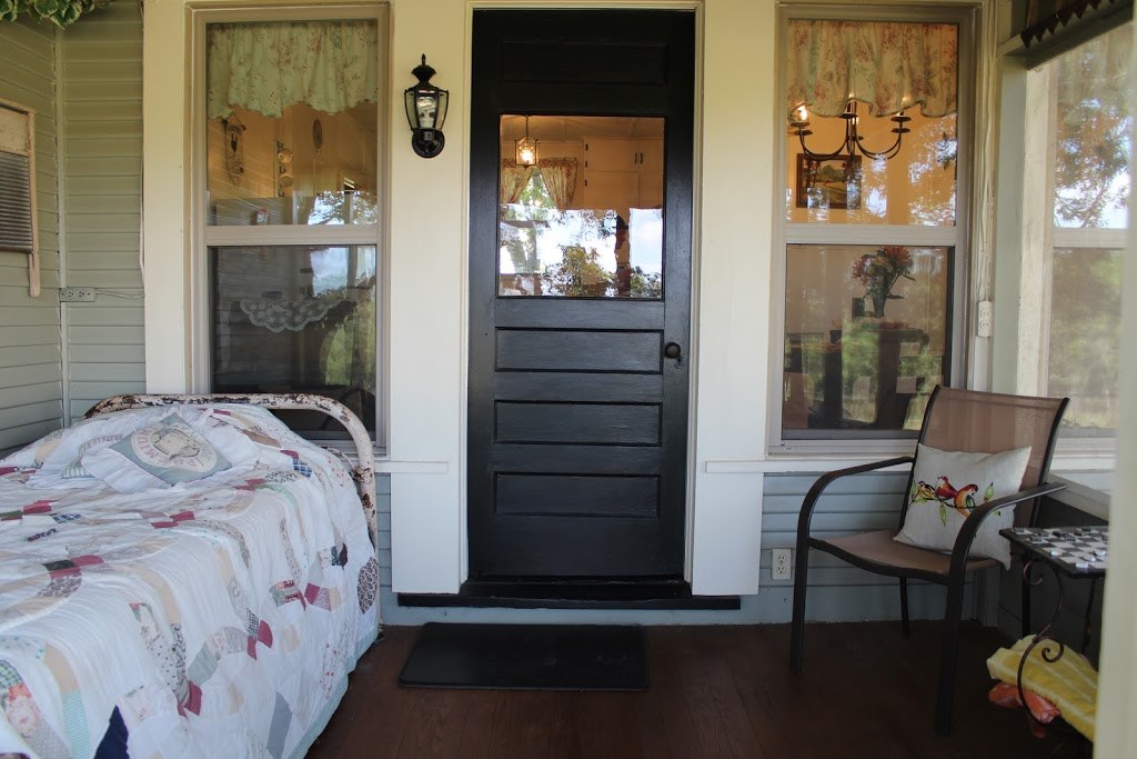 Country Quiet Guesthouse - lodging    Photo 2 of 10   Address: 579 Quiet Dr, Fredericksburg, TX 78624, USA   Phone: (830) 997-5612