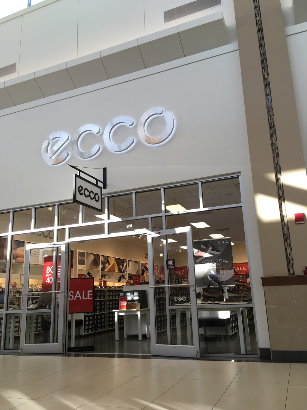 ECCO Outlet - shoe store  | Photo 4 of 7 | Address: 455 Trolley Line Blvd #265, Mashantucket, CT 06338, USA | Phone: (860) 213-5286