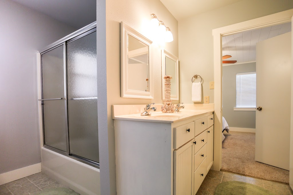 Gray Haus - lodging  | Photo 10 of 10 | Address: 682 Old Comfort Rd, Fredericksburg, TX 78624, USA | Phone: (866) 244-7897
