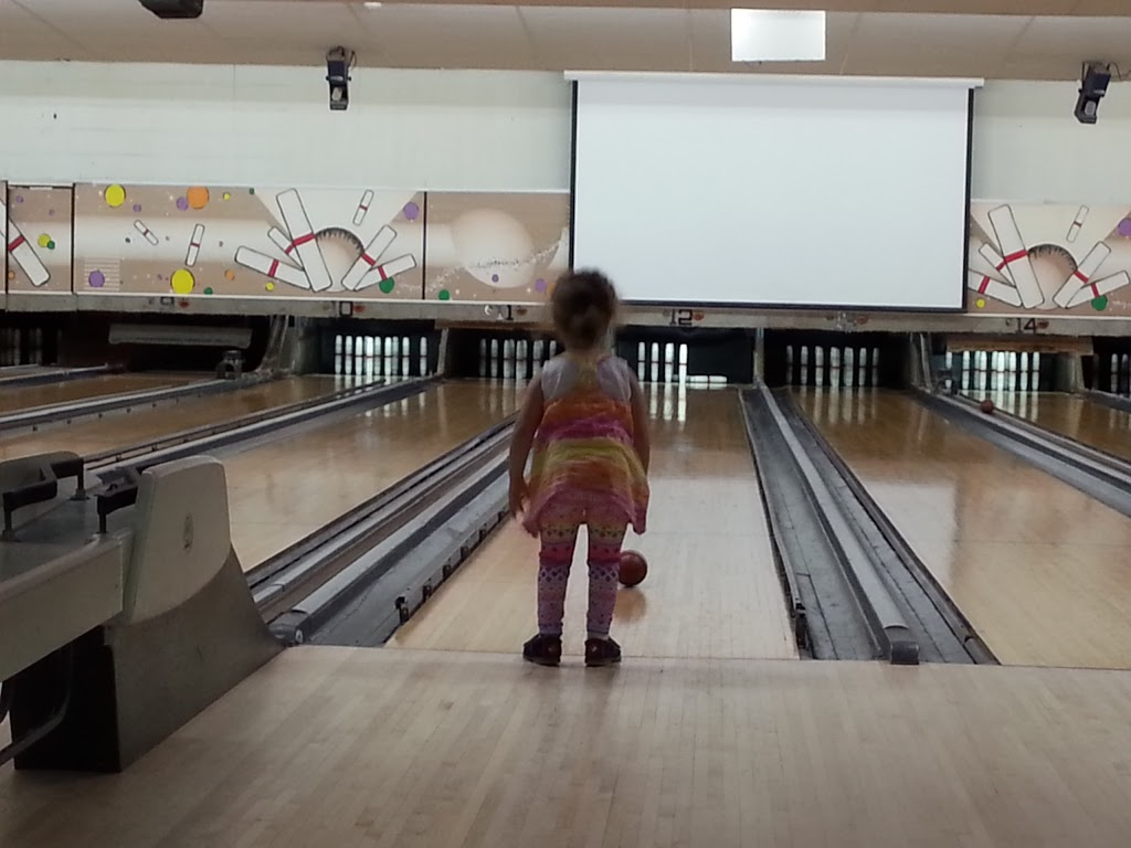 Bayberry Bowling Center - bowling alley  | Photo 9 of 10 | Address: 326 Main St, Spencer, MA 01562, USA | Phone: (508) 885-4876